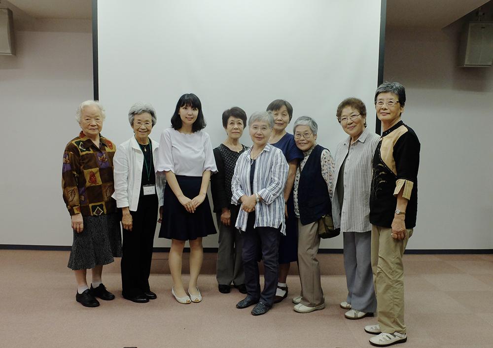 山本薫さんと16ミリ試写室のメンバー